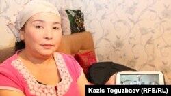 Шолпан Абдибакас, сестра заключенного Ерганата Тараншиева. Микрорайон Шанырак-2 города Алматы, 22 октября 2016 года.