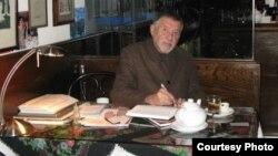 Роман Каплан у себя в ресторане. 2011 год