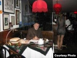 "Роман Каплан в ресторане ""Русский Самовар"" (Фото Александра Гениса)"