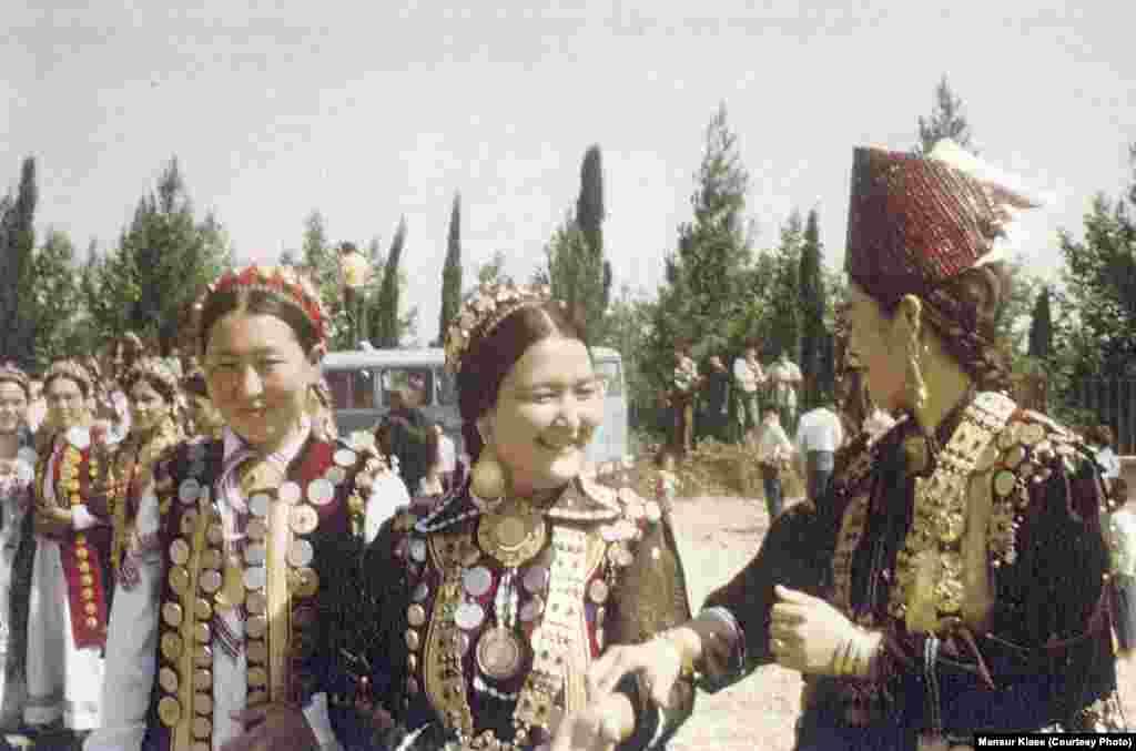 Қыз-келіншектер. Иран. 1978 жыл. Суретті түсірген - Мансұр Киай.