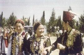 Қазақтың қыз-келіншектері. Иран, 1978 жыл. (Суреттің авторы Мансұр Киай)
