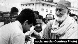 دليپ کمار د خدايي خدمتګار تحریک له مشر خان عبدالغفار خان سره په ۱۹۶۹ز کال د هند په چينايي کې ليدلي ول.