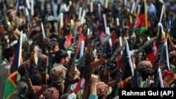 Milicitë iu bashkohen trupave afgane për të luftuar kundër talibanëve. Foto nga arkivi.