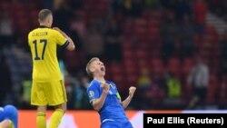 Олександр Зинченко Ураина-Швеция оюнунда өз мамлекетинин тарыхындагы плей-оффтун биринчи голун киргизди. Шотландия, 29-июнь, 2021-жыл