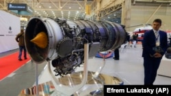 A turbofan AI-322F engine for combat trainers and light combat aircraft made by Motor Sich at an international weapons exhibition in Kyiv. (file photo)