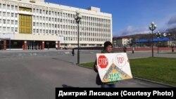 Виктор Шейко на пикете у правительства Сахалинской области