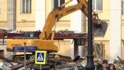 Ковш у спину – у Москві знесли близько 100 торговельних павільйонів (відео)