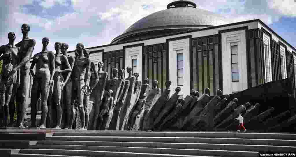 A boy runs past a World War II memorial sculpture titled The Tragedy of the Peoples by Zurab Tsereteli at Poklonnaya Hill in western Moscow. (AFP/Aleksandr Nemenov)