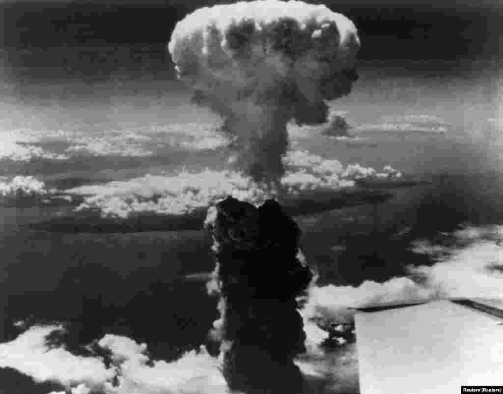 A Nagaszakira ledobott atombomba mintegy 80 ezer halálos áldozatot követelt, 75 ezren pedig sugárfertőzést szenvedtek.