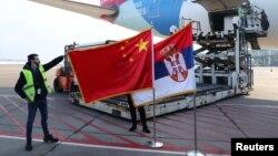 Dopremanje vakcina kineskog proizvođača Sinofarm na aerodrom Nikola Tesla u Beogradu (16. januar 2021)
