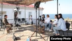 Zmeinıy adası. Prezident Qırımdan ukrain jurnalistlerine intervyü bere. 2021 senesi avgustnıñ 9