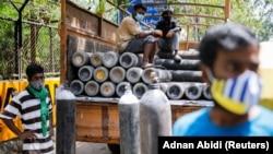 بالونهای آکسیجن در هند برای تداوی بیماران