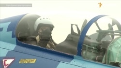 Порошенко політав на модернізованому Су-27 (відео)