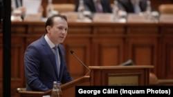 Premierul Cîțu și-a concentrat discursul din Parlament pentru a transmite mesaje pentru colegii din PNL. Imagine din 2021.
