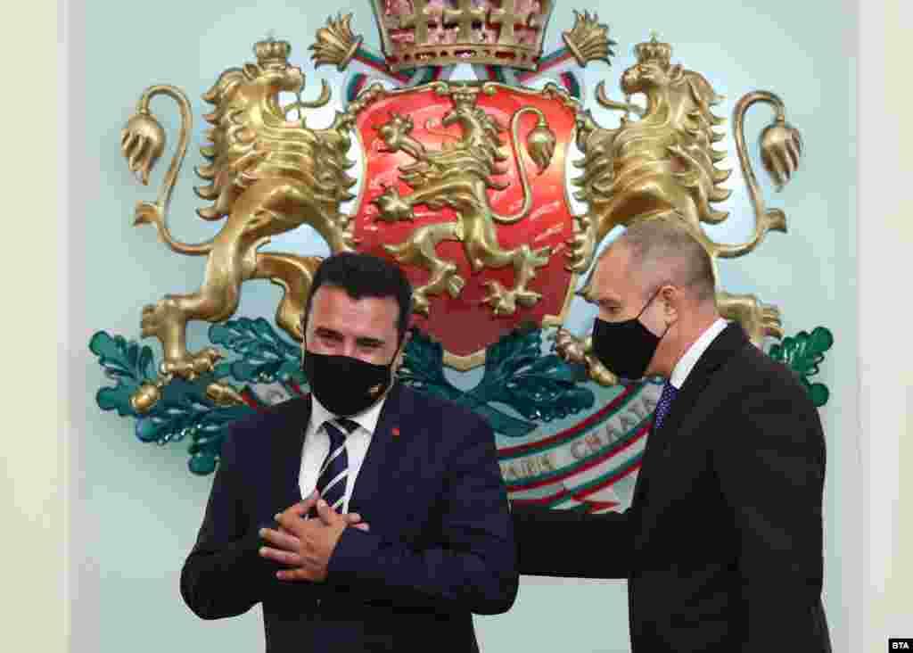 БУГАРИЈА / МАКЕДОНИЈА / ЕУ - Бугарија денеска не даде зелено светло за Северна Македонија на денешниот состанок на Советот за општи работи во Луксембург. Во соопштението на бугарското министерство за надворешни работи е наведено дека Бугарија е отворена за конструктивен дијалог во Северна Македонија за време на претстојното словенечко претседателство со Советот на ЕУ за изнаоѓање на меѓусебни прифатливи решенија.
