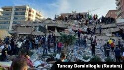 Измир аймагындагы кыйраган имарат. 30-октябрь, 2020-жыл.