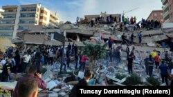 A földrengés pusztítása a törökországi Izmirben, 2020. október 31-én.
