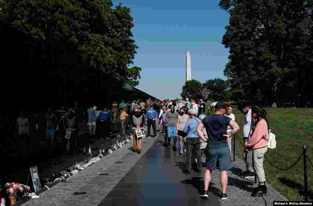 Sokan nemcsak kikapcsolódásra használják a hosszú hétvégét, hanem Washington DC-be mennek megemlékezni az elesett katonákról.