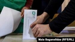 Явка виборців склала 52 відсотки