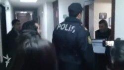 Baş prokurorluq əməkdaşları axtarışdan sonra AzadlıqRadiosunun Bakı ofisini möhürləyir
