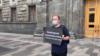 Alekszandr Gorohov újságíró egyszemélyes sztrájkja a külföldi ügynöknek minősített médiumok mellett és az Igazságügyi Minisztérium döntése ellen, amely ilyen ügynökké nyilvánította a Dozsdgy tévét és a Fontos történetek nevű tényfeltáró kiadványt. Moszkva, 2020. augusztus 21.
