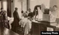 Магазин мехов в Архангельске, 1919 / US National Archives