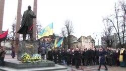 Понад 300 львів'ян зібралися на віче з нагоди річниці від дня народження Бандери – відео