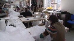 Коронавірус: у Львові шиють медичні костюми замість жіночого одягу – відео