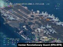 Az iráni Forradalmi Gárda drónfotója a hajóról, 2020. szeptember 23-án.