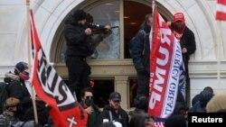 Упад на про-трамп демонстранти во Капитол, 06.01.2021