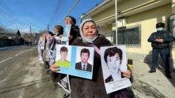 Халида Акытхан, этническая казашка из Китая, проживающая в Казахстане, добивается освобождения троих сыновей из тюрьмы в Синьцзяне