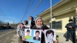 Пикет у консульства Китая, участники которого требуют освободить родственников в Синьцзяне. 2 марта 2021 года.