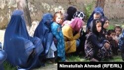 آرشیف، شماری از آوارهگان جنگ داخلی در افغانستان.