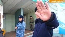 """За тюремными """"воротами"""" суда по УДО Козлова"""