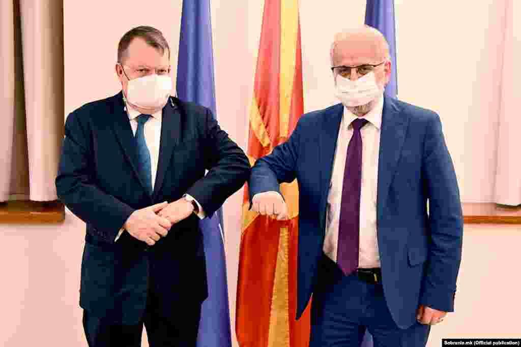 МАКЕДОНИЈА - Фактот што Република Северна Македонија доби зелено светло за отпочнување на преговорите со Европската унија (ЕУ) во март 2020 година, прашањето за членство на државата во ЕУ не е дали - туку кога, му рекол холандскиот амбасадор во Скопје, Дирк Јан Коп, на претседателот на Собранието, Талат Џафери, на нивната денешна средба, соопштија од прес-службата на Собранието.