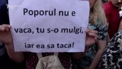 """""""Protestăm. Nu cedăm. Oprim dictatura!"""", în faţa Parlamentului de la Chişinău"""