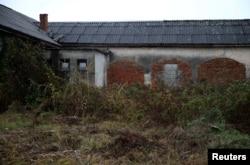 Zgrada bivšeg logora Trnopolje