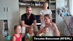 Семья Ломовых с младшими детьми