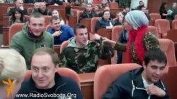 Слухання з перейменування площі Леніна в Дніпропетровську перетворились на галас зі штовханиною