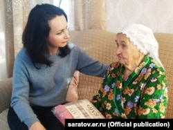 Встреча Татьяны Ерохиной с труженицей тыла Марией Плющевой, март 2020 года