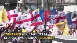 Rap zene és EU-s zászlók Tbilisziben