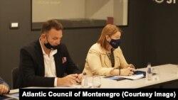 Predsjednik Atlantskog saveza u Crnoj Gori Savo Kentera i američka ambasadorka Džudi Rajsing Reinke tokom predstavljanja izvještaja u Podgorici 28. jula