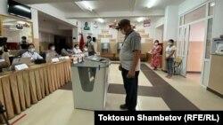 Один из избирательных участков в Бишкеке. 11 июля 2021 года.