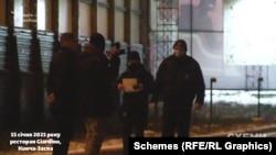 Зрештою правоохоронці залишили заклад, подзвонили заявникам-журналістам і запросили підійти до їхньої автівки, аби прояснити ситуацію