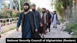 ممکن امروز نیز تعدادی از زندانیان دیگر گروه طالبان نیز رها شوند.