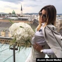 ЗМІ повідомляли про її нафтовий бізнес доньки бізнесмена Катерини Смушкович у Австрії та про чоловіка-банкіра