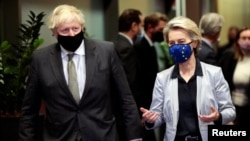 Претседателката на Европската комисија Урсула фон дер Лајен и британскиот премиер Борис Џонсон