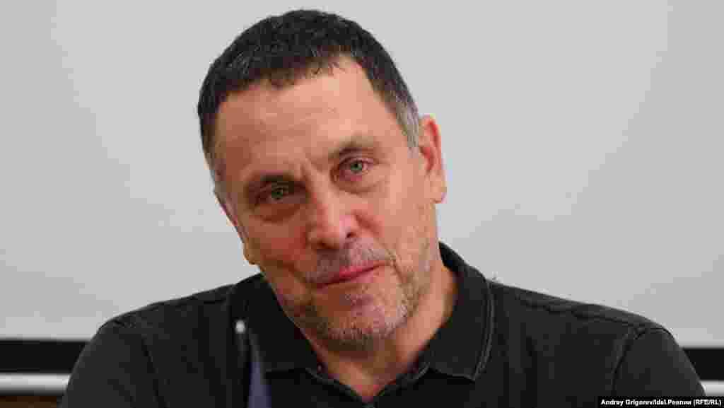 """""""Ну да, я понимаю, что Дамир Исхаков, Руслан Курбанов,Руслан Айсин —это известные сталинисты, которые конечно же являются спойлером крупного деятеля коммунистического движения Геннадия Зюганова и его сподвижника, верного ленинца Юрия Афонина…"""""""