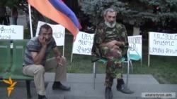 Участники Карабахской войны продолжают сидячий пикет