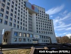 Здание правительства Вологодской области, которое расписали подростки